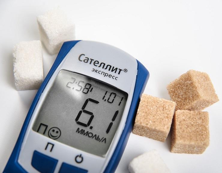 В 50-70% случаев при СПКЯ нарушена толерантность к глюкозе. Метформин регулирует усвояемость сахара и помогает восстановить цикл и овуляцию
